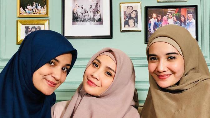 Pesona Nagita Slavina saat pakai hijab. (Instagram/raffinagita1717)