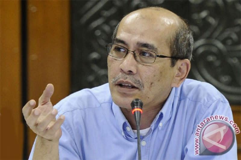 Faisal Basri kritik penanganan COVID-19 yang lebih berat ke ekonomi