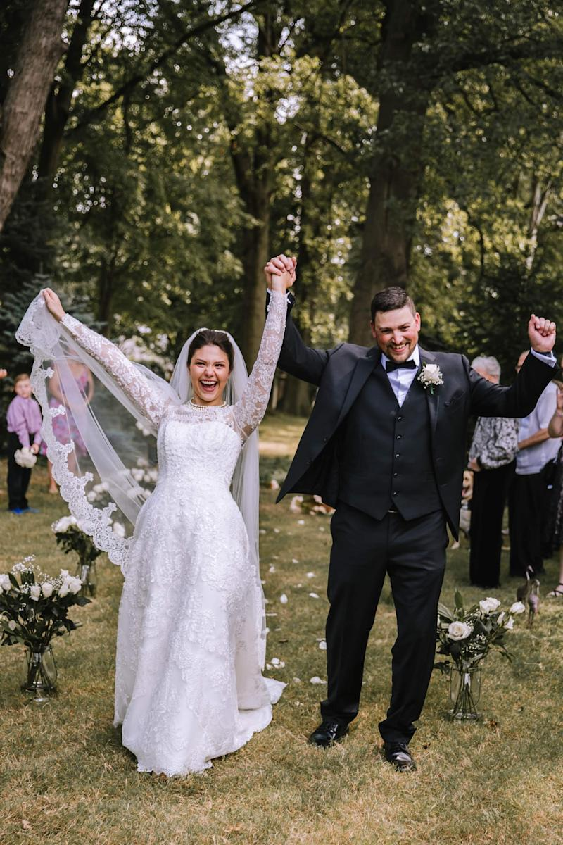 Melanie and Tyler Tapajna celebrate their union in a smaller backyard wedding with about 12 close family and friends. (Photo: Melanie and Tyler Tapajna)