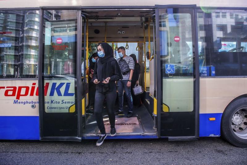 Passengers disembark from a RapidKL bus at KLCC May 4, 2020. — Picture by Hari Anggara