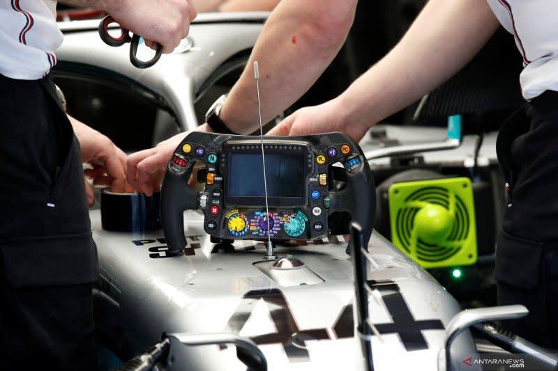 Red Bull ajukan protes resmi terkait sistem kemudi Mercedes