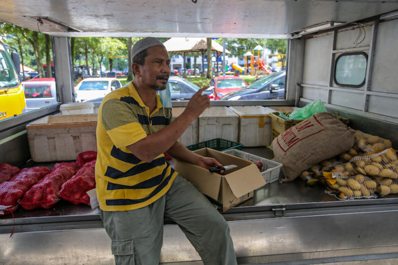 Grocer Shaari Zakaria hopes for better coordination by the police conducting roadblocks. — Picture by Hari Anggara