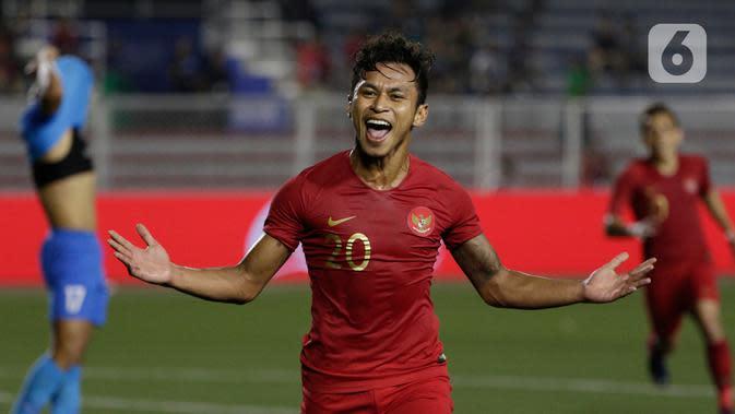 Striker Timnas Indonesia U-22, Osvaldo Haay, merayakan gol yang dicetaknya ke gawang Timnas Singapura U-22 dalam pertandingan Grup B SEA Games 2019 di Stadion Rizal Memorial, Manila, Kamis (28/11/2019). Indonesia menang dengan skor 2-0 atas Singapura. (Bola.com/M Iqbal Ichsan)