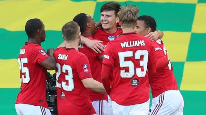 Para pemain MU merayakan kelolosan ke semifinal Piala FA