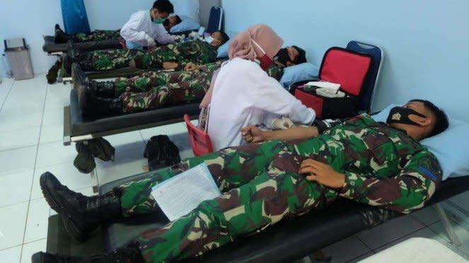 VIVA Militer: Prajurit Batalyon Intai Amfibi 1 Korps Marinir Donor Darah
