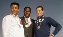1960年力退楊傳廣摘金 美奧運傳奇強生逝世