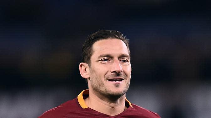 Aksi Francesco Totti Cetak Gol Tendangan Bebas Ini Buktikan Usia Hanya Sebatas Angka