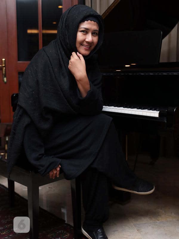 Ria Irawan berjuang melawan kanker sembari menularkan semangat kepada pejuang kanker lainnya. (Deki Prayoga/Bintang.com)
