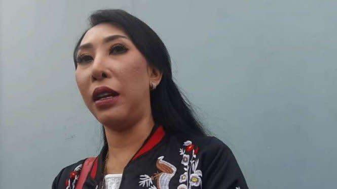 Proses Cerai, Henny Mona Nyanyikan Lagu untuk Rio Reifan