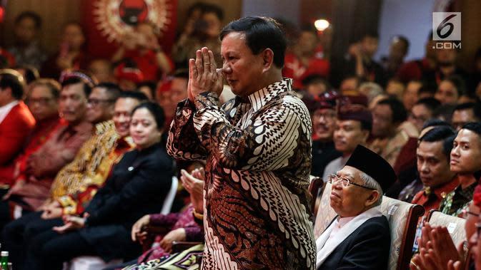Ketua Umum Partai Gerindra Prabowo Subianto memberikan gestur hormat saat menghadiri Kongres V PDIP di Bali, Kamis (8/8/2019). Selain Prabowo dan Ma'ruf, Kongres PDIP juga dihadiri Presiden Joko Widodo, Wapres Jusuf Kalla, Ketum PDIP Megawati. (Liputan6.com/JohanTallo)
