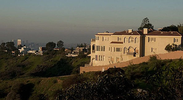 Notorious hollywood mansion for sale duane 39 s world for Hollywood mansion for sale