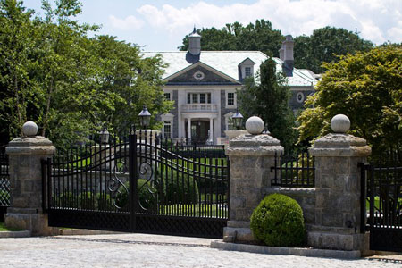 Rich neighborhoods riddled with foreclosures celebrity for Alpine nj celebrity homes