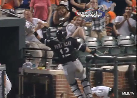 A.J. Pierzynski sports Larry Bird mustache, makes great catch