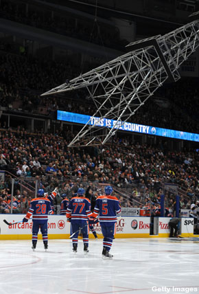 Oilers' derrick malfunctions, dangles over home bench
