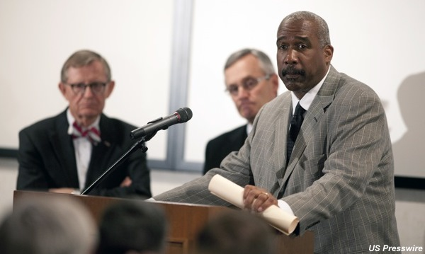 Ohio State president gives Gene Smith the kiss of death