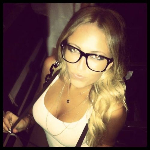 Paulina Gretzky back in love with Twitter, but not unconditionally