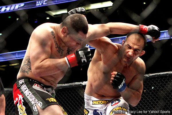 Dos Santos lands one big right and makes it a short night for Velasquez at UFC on Fox