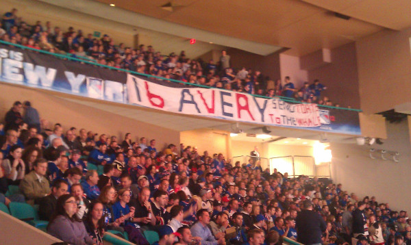 Fans let Rangers know they want Sean Avery back