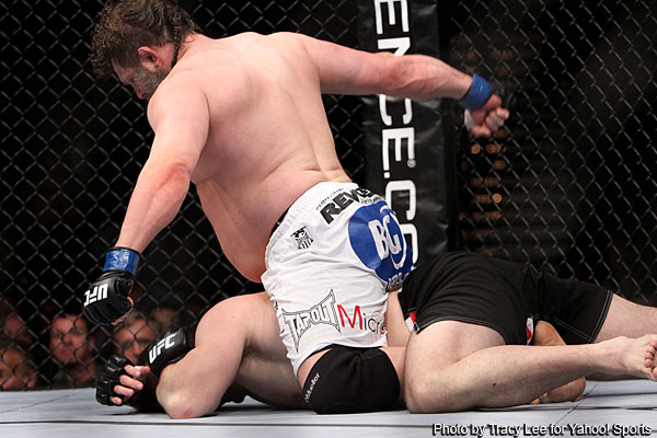 'Cro Cop' loses final fight at UFC 137, Nelson uses belly and power to finish him off