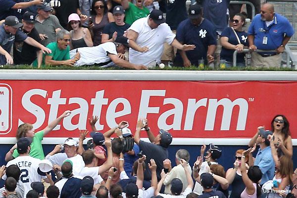 Fan returns 3,000th hit to Jeter, team rewards his generosity