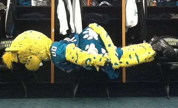 Deep Posts: Jaxson DeVille leads all mascots in planking ability