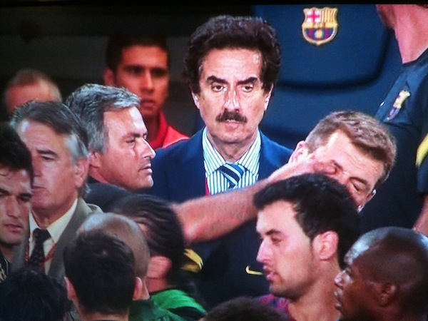 [Immagine: jose_mourinho_makes_stink_face_pinches_b...hs_eye.jpg]