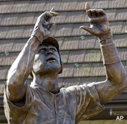 Would Pujols really agree to a statue if he were leaving St. Louis?