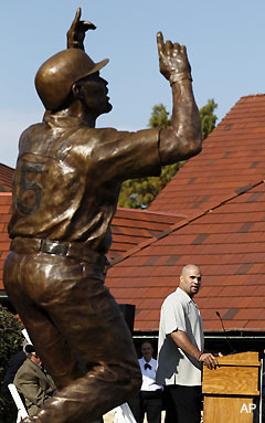 The Albert Pujols statue now has a security guard