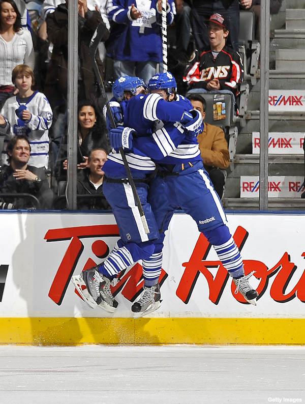 Hockey Hugs: Sweet Stamkos, leaping Kessel returns, Jovo no robo