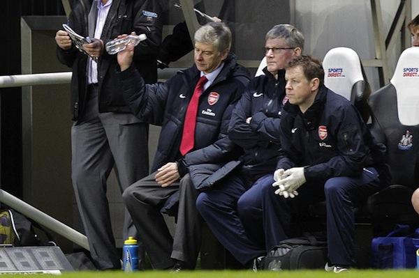 Arsene Wenger's emotions, as expressed through water bottles