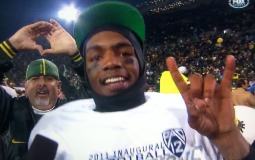 Darron Thomas throws up Texas 'Hook'em' sign after Oregon's Pac-12 title win