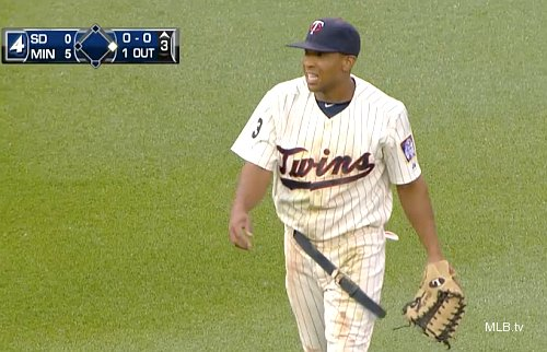 Must See: Padres load first base after great catch by Ben Revere