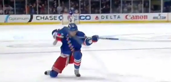 Video: Anisimov's gun taunt angers Tampa; Downie leaves bench
