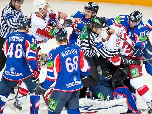 Video: KHL's Vityaz continue their brawling ways