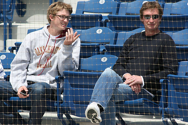 Wayne Gretzky negotiated son Trevor's deal with Chicago Cubs