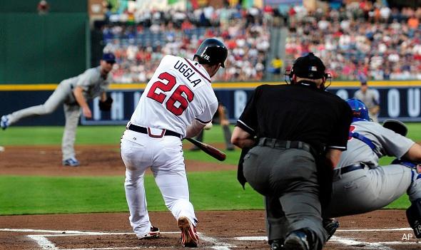 The Juice: Braves' Dan Uggla extends hit streak to 33 games