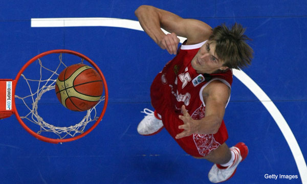 Video: Andrei Kirilenko breaks his nose and suffers concussion in scary fall
