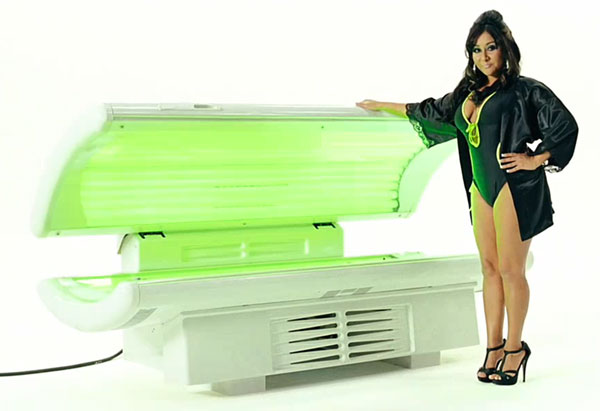 Today's apocalypse sign: Snooki to wave green flag at Richmond