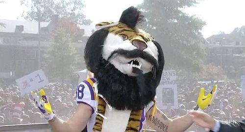 Brian Wilson wears LSU helmet, football uniform for GameDay visit