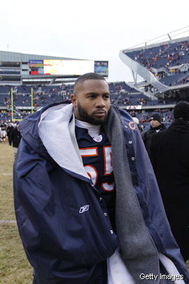 A week before the season, Lance Briggs asks to be traded