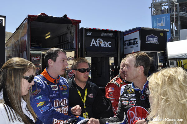 What's this? A Kyle Busch/Kevin Harvick postrace handshake?