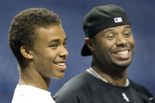 Trey Griffey makes a name for himself as a football recruit