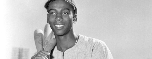 Baseball legend Ernie Banks dies at 83. (Getty Images)