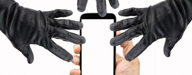 Pericoli smartphone (Thinkstock)