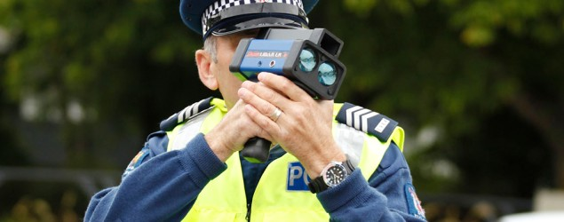 Police officer uses a speed gun radar, SNPA