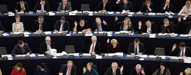 Miembros del Parlamento Europeo en una sesión plenaria en Estrasburgo, el 14 de diciembre de 2016 (AFP | Frederick Florin)