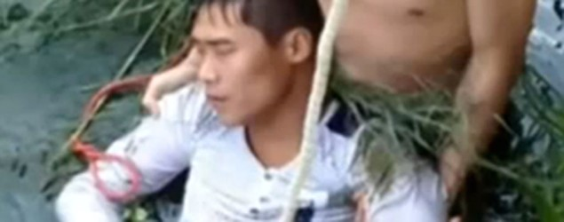 Groom who tried to drown himself. Photo: All News Clips/ YouTube