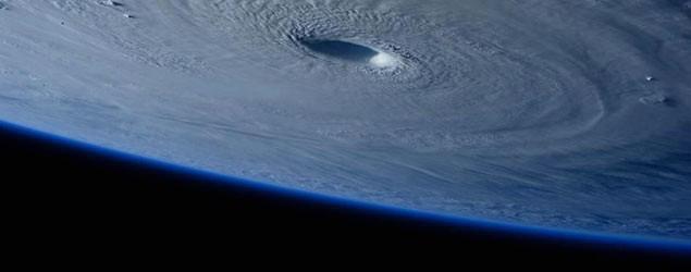 超強颱風破壞王 完美風眼直擊