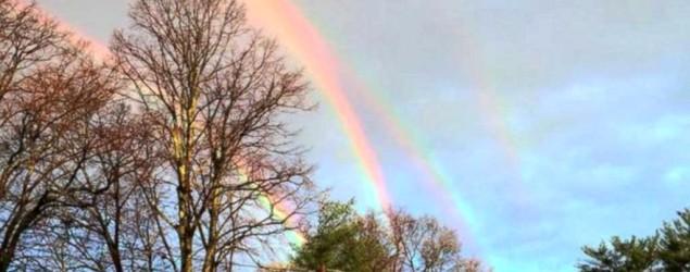 What causes this amazing quadruple rainbow?