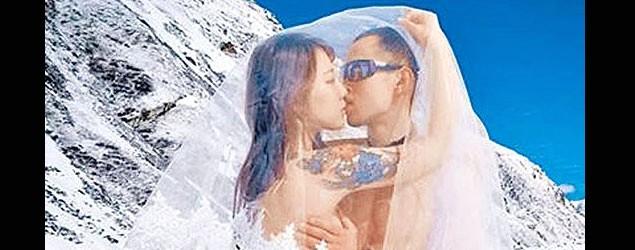 女作家裸拍婚照遇地震受傷